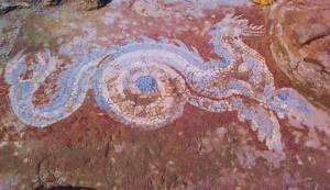 Il meraviglioso drakon azzurro ritrovato nel 2012 nel corso degli scavi nella città magno-greca di Kaulon, a Monasterace Marina (Reggio Calabria)