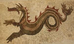 Il drakon di Kaulonia, l'antica città magno-greca sul Mar Jonio di Monasterace (Reggio Calabria). È il drago a mosaico scoperto negli anni '60 da Alfonso De Franciscis e oggi custodito nel Museo Archeologico di Monasterace
