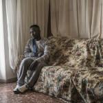 Wilson Kofi, 20enne ghanese. Colpito alla spalla da Luca Traini. Nel suo appartamento a Macerata dopo essere stato dimesso dall'ospedale.