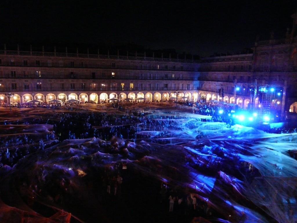 Mascheramento-Urbano-a-Plaza-Mayor-Salamanca-2011